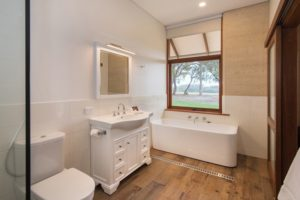 new-lodge-bathroom